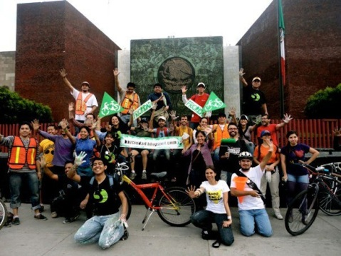 Mexico City residents come together to build much needed cycling infrastructure (Photo via This Big City)