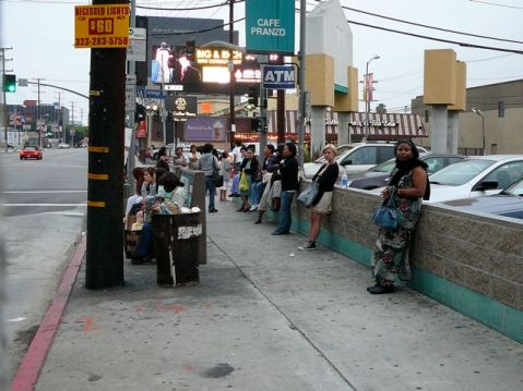 Passengers waiting for the bus in Los Angeles. Photo by David from LA blog.